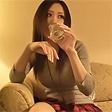 イベント会場で見つけた素人キャンギャルのホテルに強引に入りなし崩し的SEXに成功!
