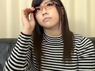 理知な子ほど溜まった欲望が…♪巨乳眼鏡美少女を就活セミナーと騙し中出しナンパ!