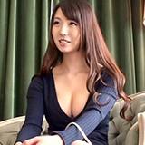 奥さま向けファッション誌のモデル募集と称し胸元ガバ開け素人妻をナンパ生中出し!