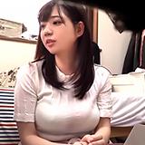 動画編集中にガチ口説き!断りきれない巨乳人妻と不倫ハメ撮り!