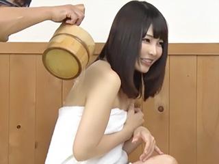 憧れの上司と混浴して積極的になるOL素人さん⇒風呂場で中出しH!